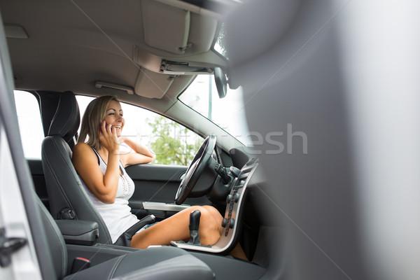 Dość młoda kobieta nowoczesne samochodu parking wzywając Zdjęcia stock © lightpoet