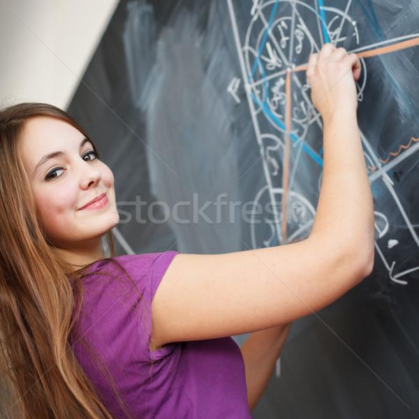 Foto stock: Bastante · jóvenes · escrito · pizarra · matemáticas