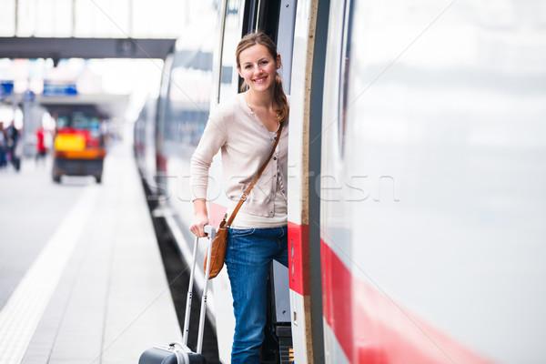 Bastante embarque tren ciudad urbanas Foto stock © lightpoet