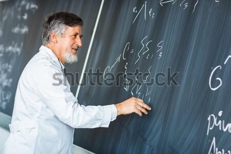 Starszy chemia profesor piśmie pokładzie kredy Zdjęcia stock © lightpoet