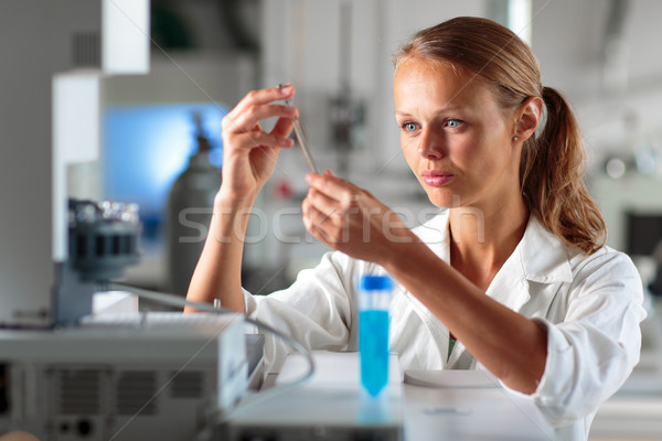 Portret vrouwelijke onderzoeker onderzoek lab Stockfoto © lightpoet
