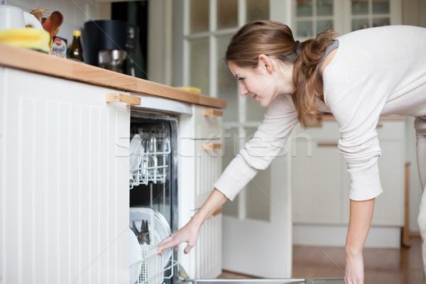 Сток-фото: работа · по · дому · блюд · посудомоечная · машина · дома · девушки