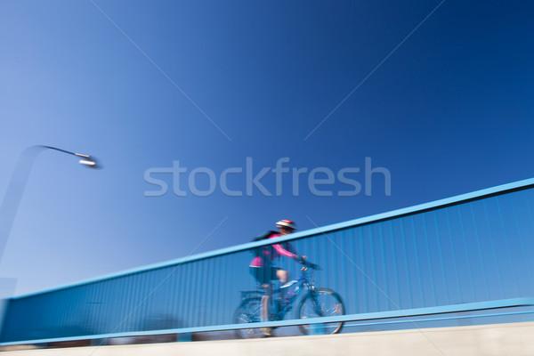 Stockfoto: Poster · activiteiten · vrouwelijke · fietser · brug
