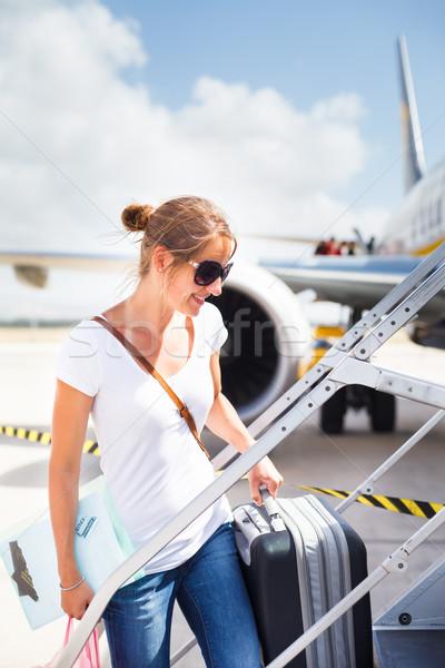 Départ jeune femme aéroport bord avion ensoleillée Photo stock © lightpoet