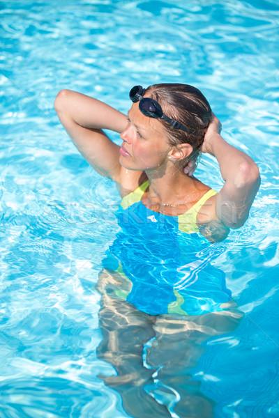 Csinos női úszó medence minden nap adag Stock fotó © lightpoet