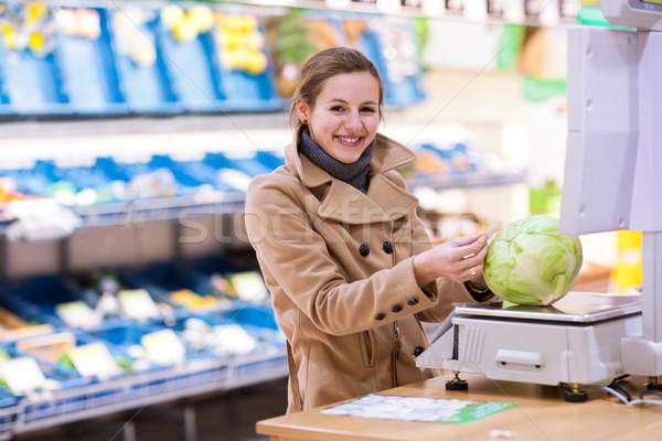 Stock fotó: Gyönyörű · fiatal · nő · vásárlás · gyümölcsök · zöldségek · termény