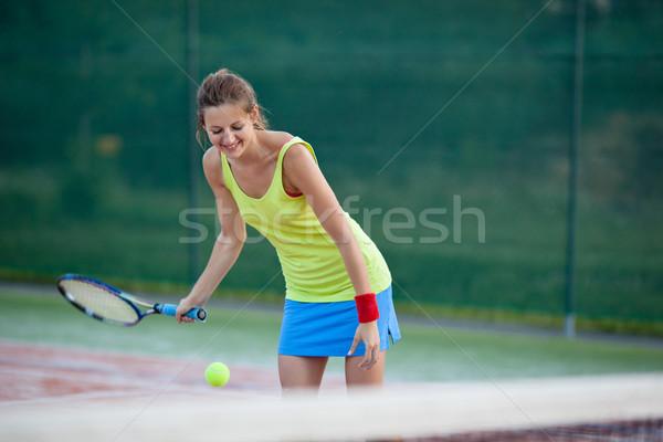 Сток-фото: довольно · молодые · женщины · теннисный · корт · мелкий