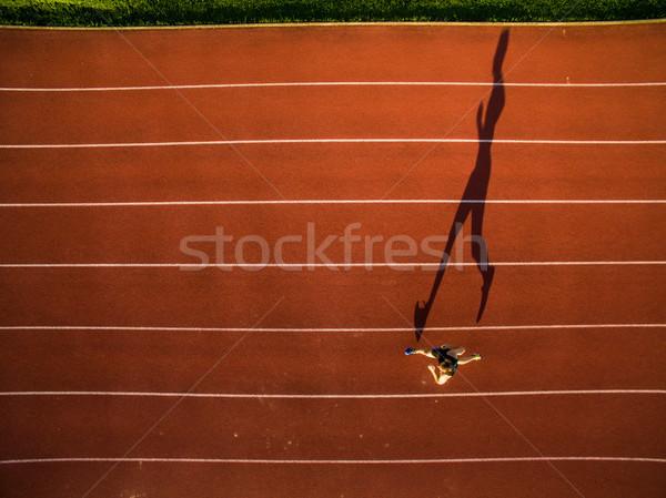 Lövés fiatal férfi atléta képzés versenypálya Stock fotó © lightpoet