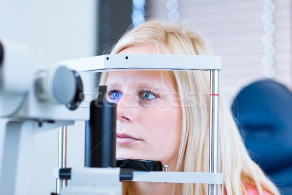 Młodych kobiet pacjenta oczy okulista dość Zdjęcia stock © lightpoet