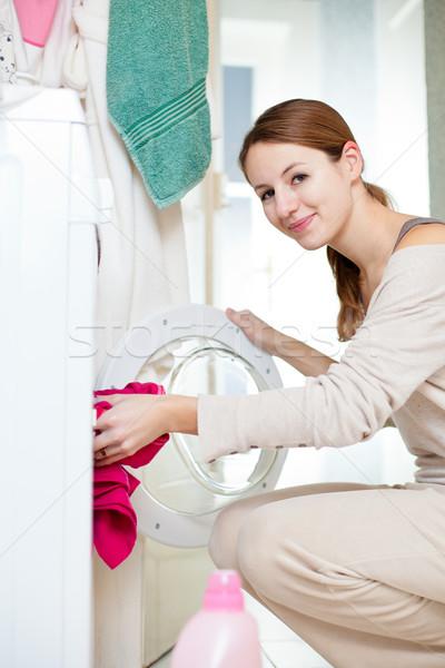 Stok fotoğraf: Ev · işi · genç · kadın · çamaşırhane · sığ · renk