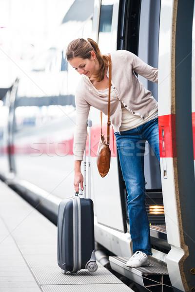Photo stock: Joli · jeune · femme · embarquement · train · couleur · image