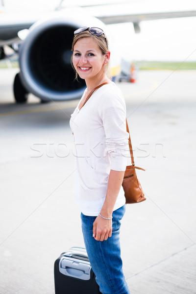 Stockfoto: Jonge · vrouw · luchthaven · vliegtuigen · business · gelukkig · reizen