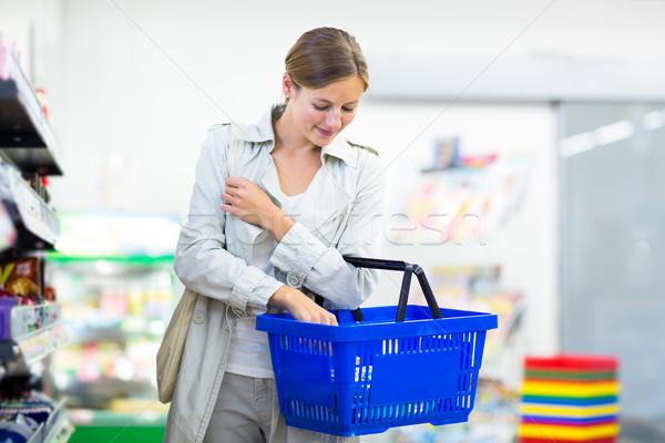 Belle jeune femme Shopping épicerie couleur femme Photo stock © lightpoet