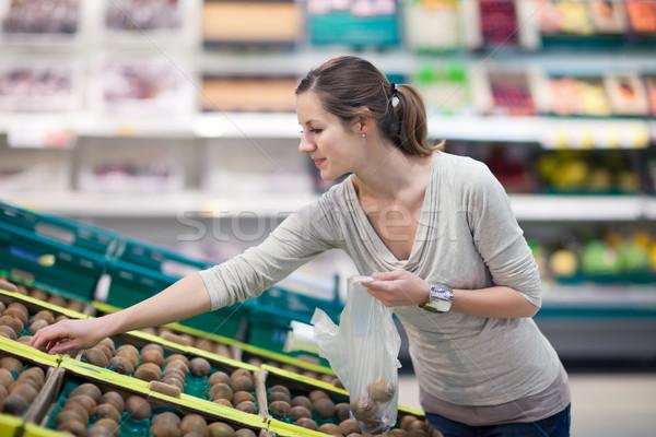 Stock fotó: Csinos · fiatal · nő · vásárlás · gyümölcsök · zöldségek · gyönyörű