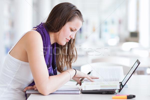 Stock fotó: Csinos · női · főiskolai · hallgató · tanul · egyetem · könyvtár