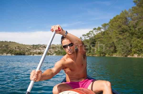 Knap jonge man kano meer genieten zomer Stockfoto © lightpoet