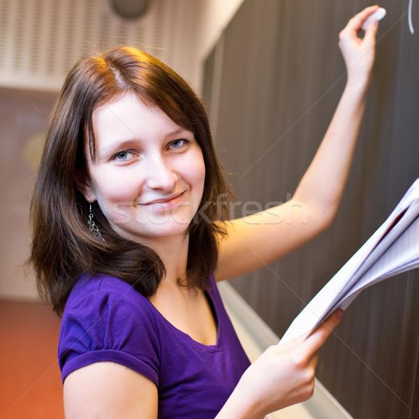 ストックフォト: かなり · 小さな · 大学生 · 書く · 黒板 · 数学