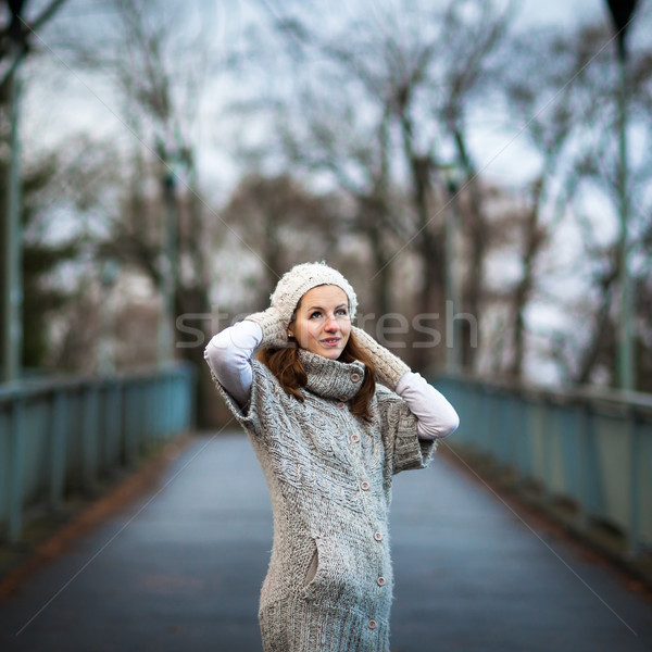 Portret jonge vrouw warm cardigan wollen poseren Stockfoto © lightpoet