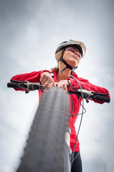 Güzel genç kadın açık havada dağ bisikleti Stok fotoğraf © lightpoet
