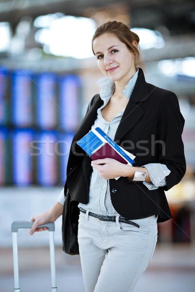 Сток-фото: довольно · молодые · женщины · аэропорту · мелкий