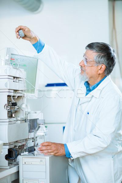 Starszy mężczyzna badacz laboratorium na zewnątrz Zdjęcia stock © lightpoet