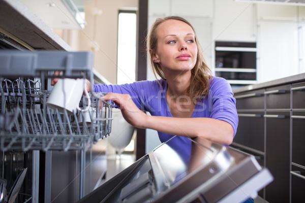 Stock fotó: Házimunka · fiatal · nő · edények · mosogatógép · ház · lány