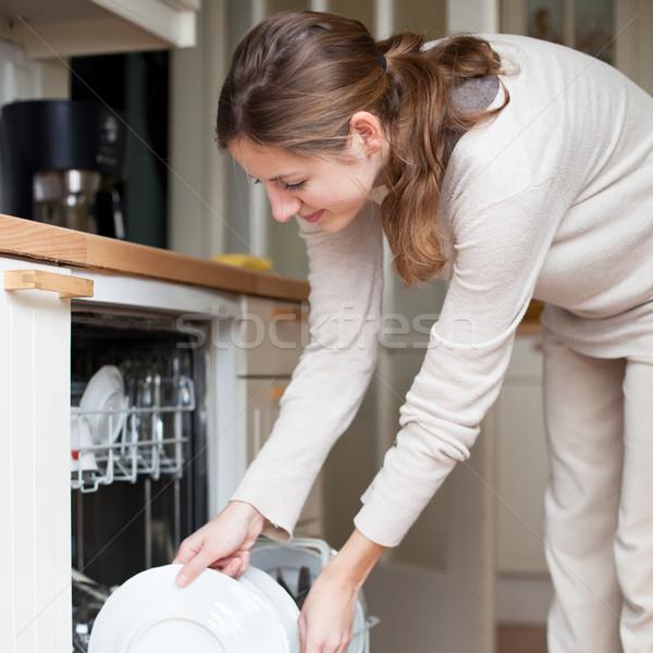 Stok fotoğraf: Ev · işi · genç · kadın · bulaşık · bulaşık · makinesi · ev · kız