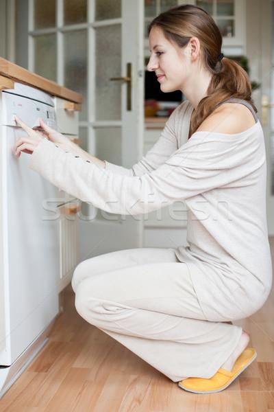 Stok fotoğraf: Ev · işi · genç · kadın · bulaşık · makinesi · ev · kız · gıda