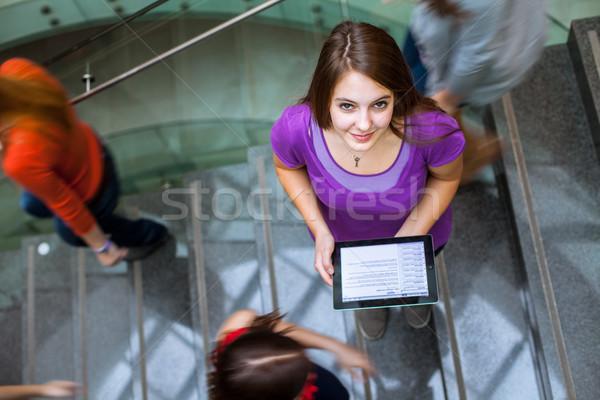 Foto stock: Estudantes · para · cima · para · baixo · ocupado · escada · bastante
