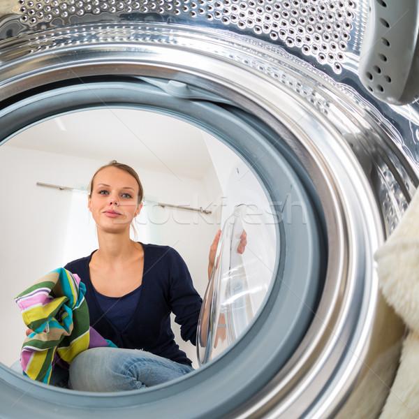 Huishoudelijk werk jonge vrouw wasserij ondiep kleur Stockfoto © lightpoet