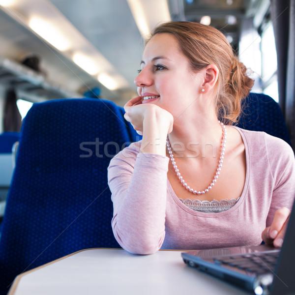 Stok fotoğraf: Genç · kadın · dizüstü · bilgisayar · kullanıyorsanız · bilgisayar · tren · sığ