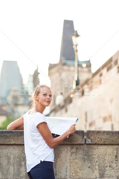 Güzel genç kadın turist eğitim harita Stok fotoğraf © lightpoet