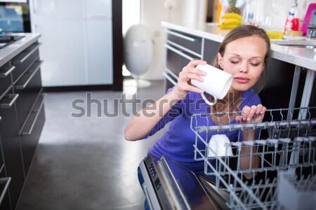 Mooie jonge vrouw moderne goed keuken Stockfoto © lightpoet