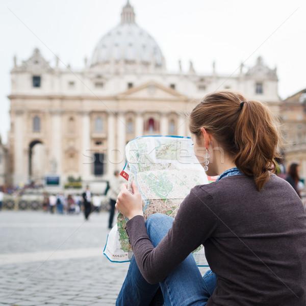 Stock foto: Ziemlich · jungen · weiblichen · touristischen · Studium · Karte
