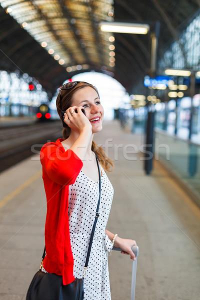 довольно железнодорожная станция женщину город поезд Сток-фото © lightpoet