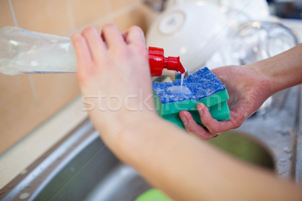Vrouw handen gerechten lopen water wastafel Stockfoto © lightpoet
