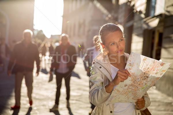 Kadın turist harita yabancı şehir Stok fotoğraf © lightpoet