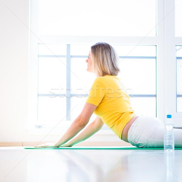 Csinos fiatal nő jóga testmozgás otthon lány Stock fotó © lightpoet