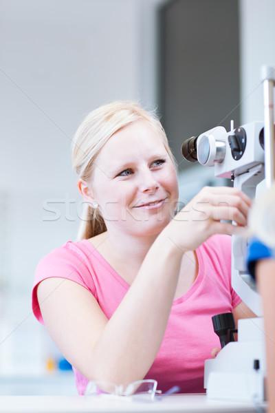 Retrato jovem bastante optometrista lâmpada cor Foto stock © lightpoet