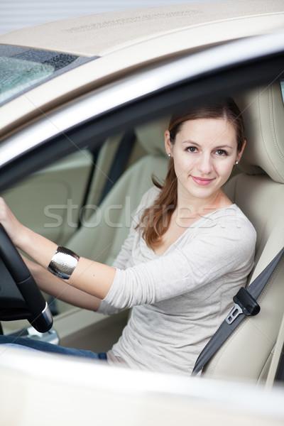 ストックフォト: かなり · 若い女性 · 運転 · 新しい車 · ビジネス · 道路