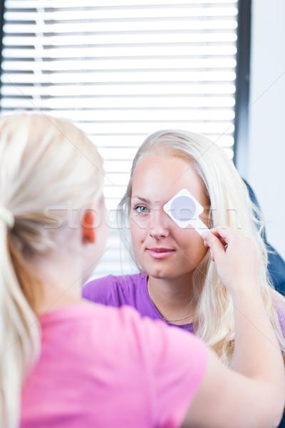Сток-фото: молодые · женщины · пациент · глазах · довольно