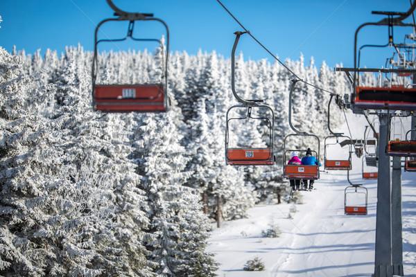 Ski lift uitgevoerd omhoog heuvel zonnige Stockfoto © lightpoet