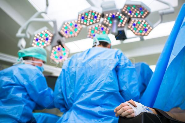 Junge Chirurgie Schwerpunkt Monitor vitalen Baby Stock foto © lightpoet
