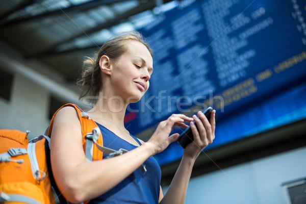 Stok fotoğraf: Güzel · genç · kadın · bekleme · tren · yatılı · renk
