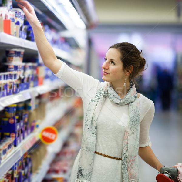 Güzel genç kadın alışveriş günlük ürünleri bakkal Stok fotoğraf © lightpoet