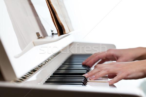 Сток-фото: играет · фортепиано · мелкий · цвета · стороны