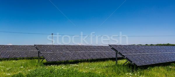 Zonlicht hernieuwbare energie zonnepanelen hemel Stockfoto © lightpoet