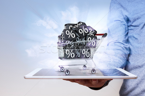 Emberi kéz tabletta bevásárlókocsi fekete kockák táblagép Stock fotó © limbi007