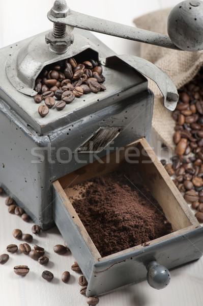 Stok fotoğraf: Kahve · öğütücü · eski · çuval · bezi · kahve · çekirdekleri · ahşap · masa