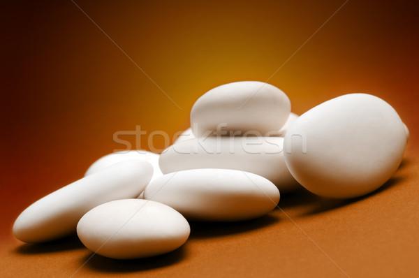Badem beyaz kahverengi sunmak tatlı Stok fotoğraf © limpido